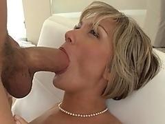 MILF screams as she receives fucked