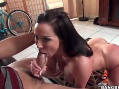 Fit milf Kendra Lust blows a younger man