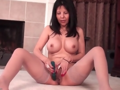 Mom with big round tits fucks a dildo