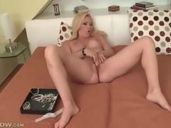 Large titty blonde milf masturbates her sexy gap