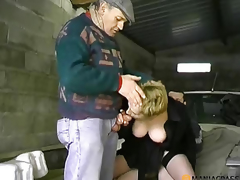 Beauty with hairy pussy copulates with the chap in the car